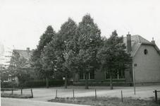 1095-26-033 Het gebouw van de lagere school
