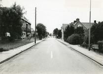 1095-26-046 De weg door het dorp in de richting van Zelhem