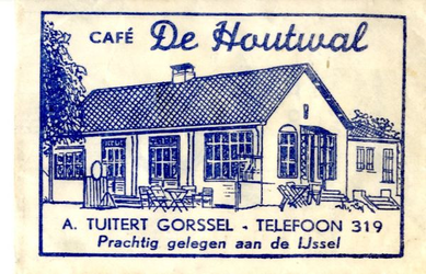 061 Café 'De Houtwal'. A. Tuitert. Prachtig gelegen aan de IJssel
