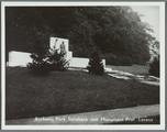 5603-0008 Arnhem, Park Sonsbeek met Monument Prof. Lorenz, Ca. 1950