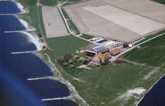 12950 Boerderij 'De Grote Pleij' nabij de splitsing van IJssel en Nederrijn, ca. 1970