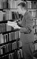 7379 Johan v.d. Woude, schrijver, 13-12-1946