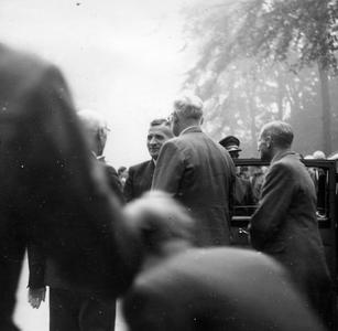 2329 HULPACTIES, 11 september 1945