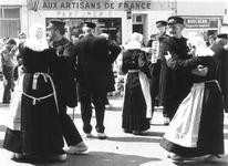 0632 Dansgroep De Klepperklumpkes tijdens een optreden in Frankrijk