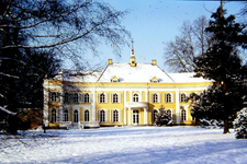 056 Huis Landfort in winters landschap, dia