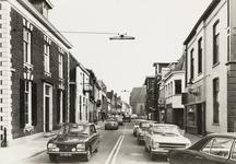 4652 De Grutstraat met verkeer
