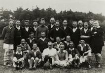 5211 Groep spelers op een veld van voetbalvereniging Doetinchem