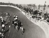 5996 Een wielerwedstrijd in het Wielerstadion Groenendaal