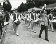 1095-18-111 Een muziekkorps aan het werk tijdens een concours