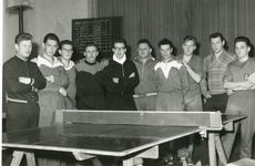 1095-18-131 Groepsportret tafeltennisvereniging