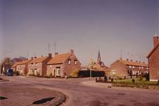 152 Straatbeeld met kerk op achtergrond