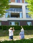 NL-DtcSARA_1628_0008 Bezoekers en bewoners woonzorgcentrum Debbeshoek