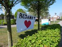 NL-DtcSARA_1628_0009 Spandoek 'Bedankt' bij woonzorgcentrum Debbeshoek