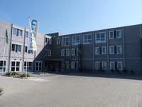 NL-DtcSARA_1628_0011 Leeg parkeerterrein bij woonzorgcentrum De Meulenbeek
