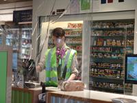 NL-DtcSARA_1628_0036 Spatscherm in supermarkt Plus