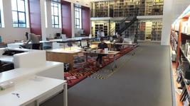 NL-DtcSARA_1628_0077 De eerste fysieke bezoekers na de heropening van de studiezaal van het Erfgoedcentrum