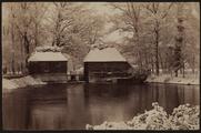 1625-0382 Watermolengebouwen in de sneeuw bij het huis Ruurlo, ca. 1900
