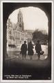 1471 Arnhem, Blik door de Sabelspoort op Markt met Groote Kerk, 1931-06-19