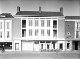 8121 Markt, 1955