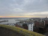 10035 zicht op haven en waal vanaf de watertoren aan het Fabriekslaantje bij de Echteldsedijk, 12-12-2012
