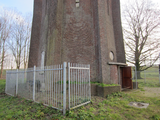 10039 buitenkant watertoren (onderkant) aan het Fabriekslaantje bij de Echteldsedijk, 12-12-2012
